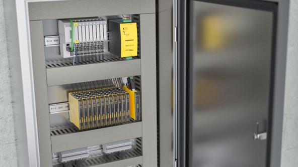 Gabinete de control: La vigilancia de las condiciones sienta las bases para una alta disponibilidad